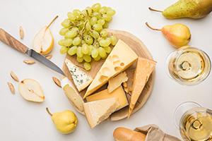 Víno Chardonnay a sýr je prostě výborná kombinace.