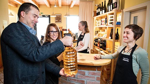 Vinotéka Znojmo - sudové víno prodáváme jak na místě, tak i online
